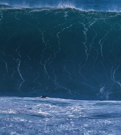 Giant wave captured on the island of Madeira - Surf Madeira 1