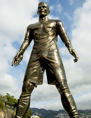 The statue of Cristiano Ronaldo in Madeira Island 3