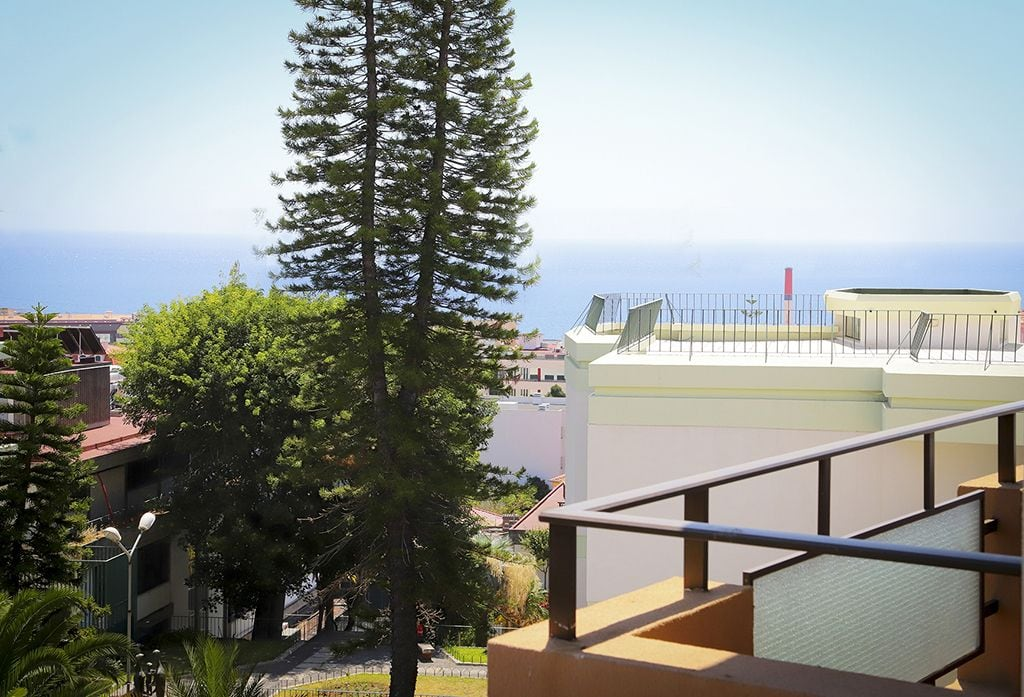 Funchal Downtown + free parking + tablet with exclusive app 11