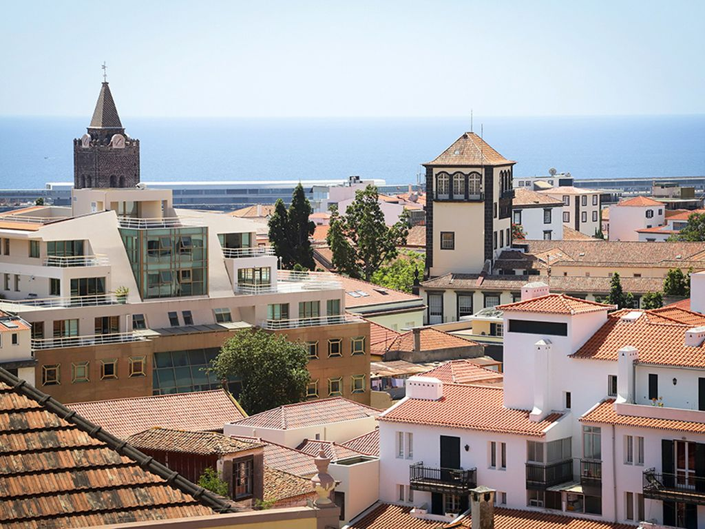 Funchal Downtown + free parking + tablet with exclusive app 12