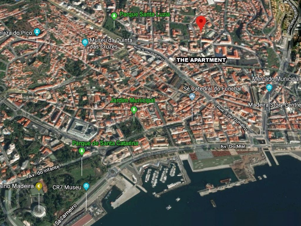 Funchal Downtown + free parking + tablet with exclusive app 13