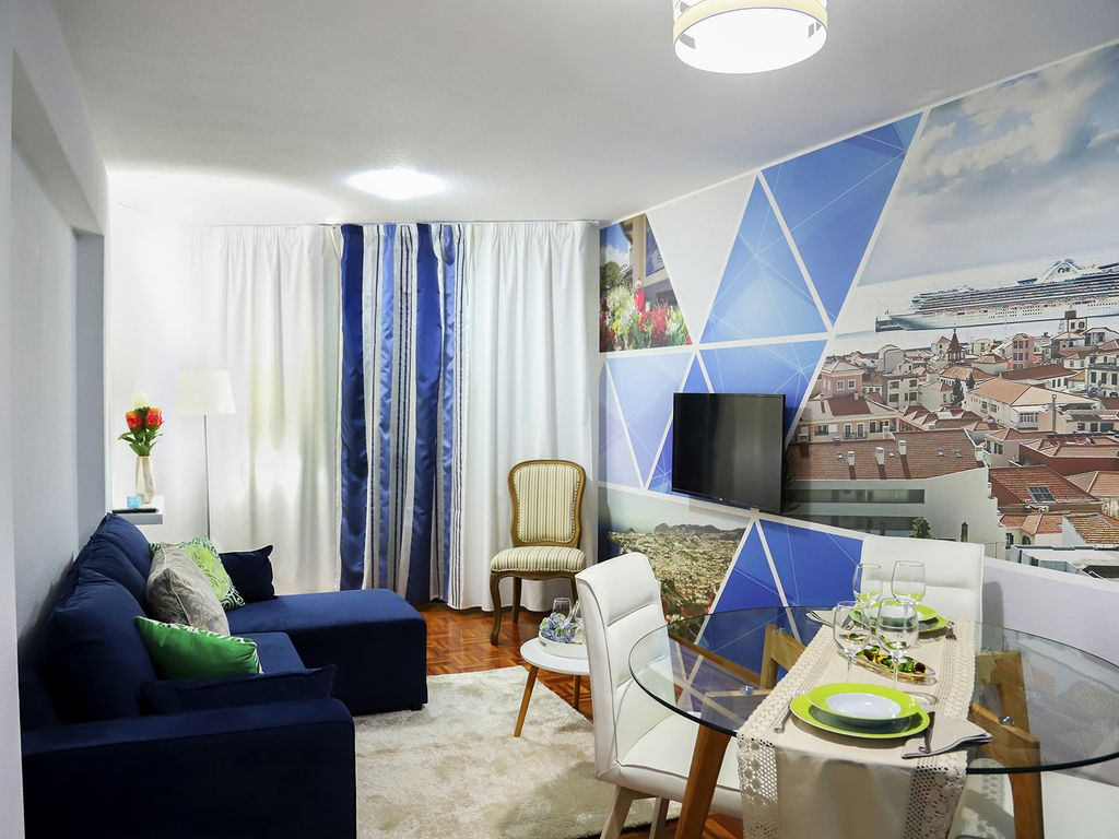 Funchal Downtown + free parking + tablet with exclusive app 14