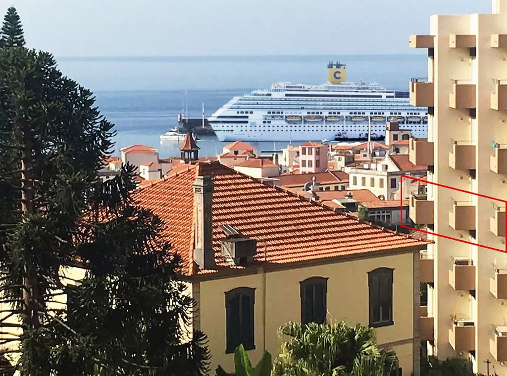 Funchal Downtown + free parking + tablet with exclusive app 16