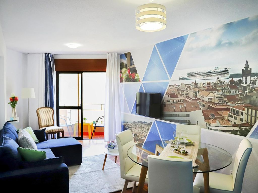 Funchal Downtown + free parking + tablet with exclusive app 6