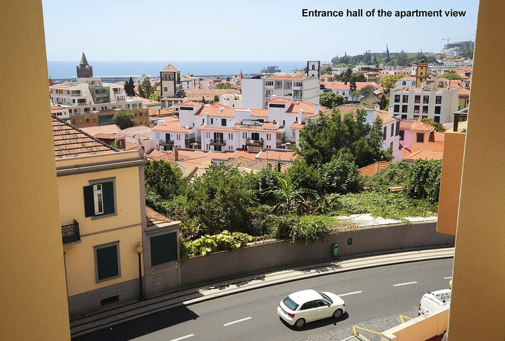 Funchal Downtown + free parking + tablet with exclusive app 7