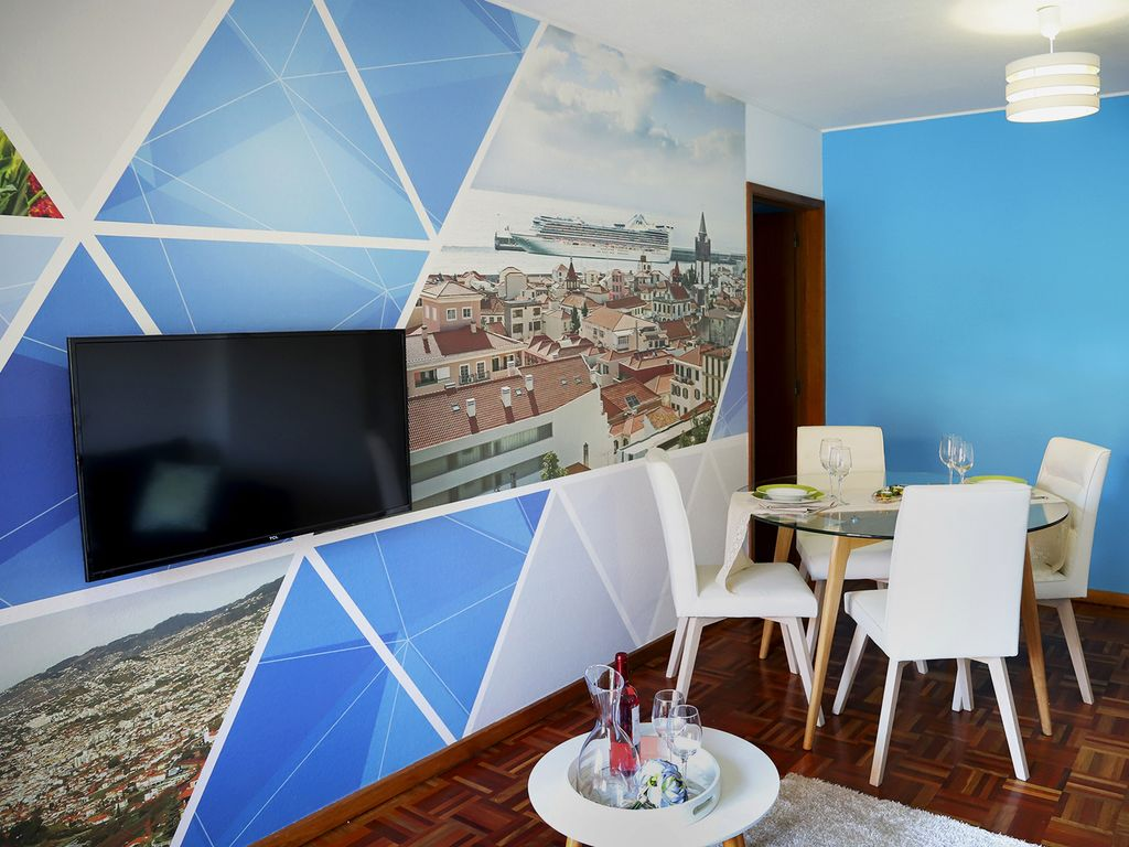 Funchal Downtown + free parking + tablet with exclusive app 8